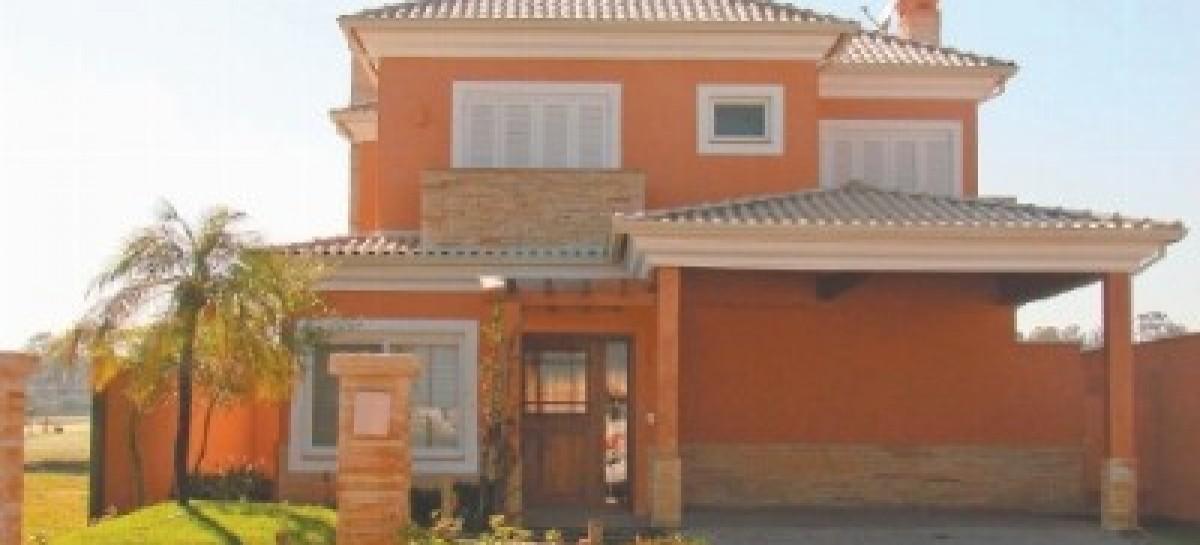 Telhados: telha romana de cerâmica esmaltada