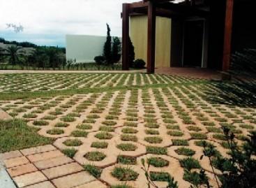 Pisograma facilita a vida de quem quer ter uma área verde de fácil manutenção