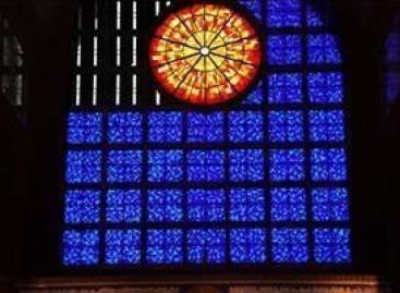 Basílica de Nossa Senhora Aparecida ganha novos vitrais