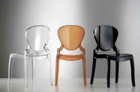 Plástico Colorido nas Cadeiras