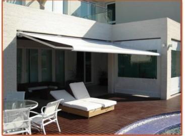 Toldos: proteção contra sol e chuva