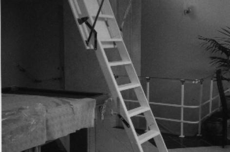 Free Way: escada dobrável embutida no teto