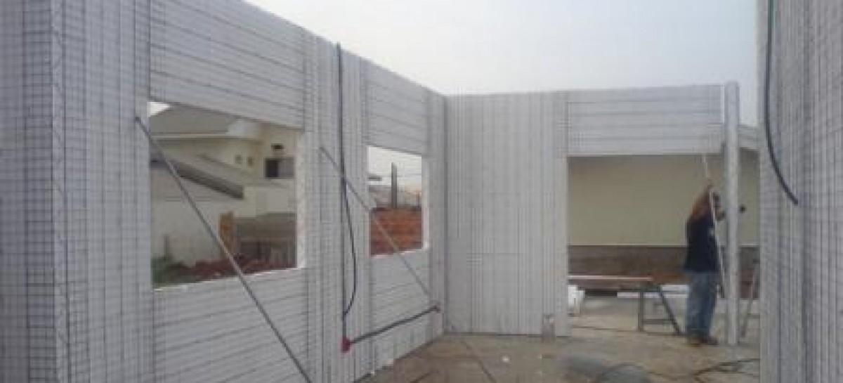 Bloco monolítico para a construção