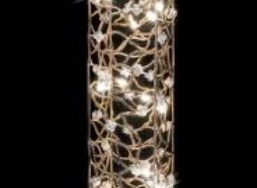 Iluminação indireta com luminárias de chão