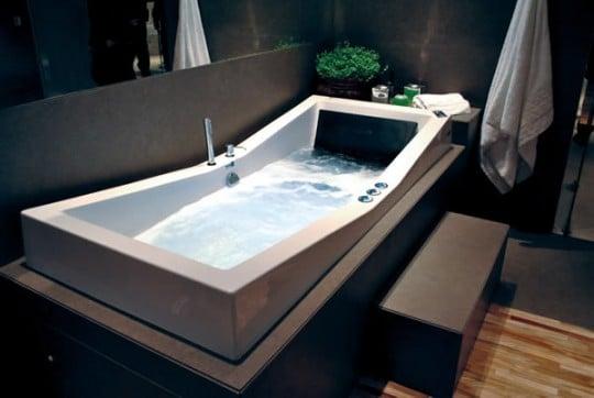 Banheira com cromoterapia  Reforma Fácil -> Banheiro Com Banheira De Ferro