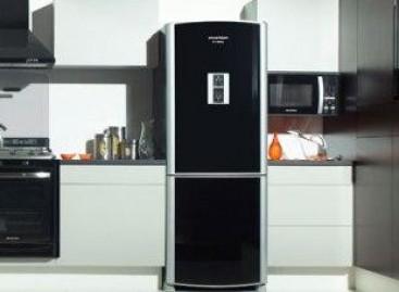 Eletrodomésticos pretos para cozinhas contemporâneas