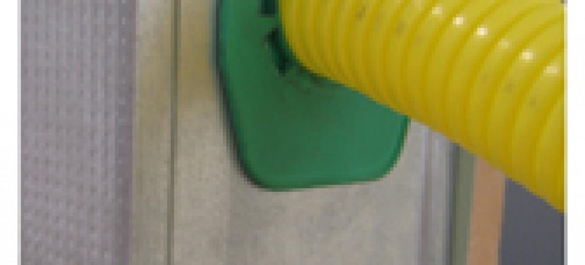 Passador de tubos e cabos para drywal