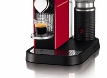 Cafeteira que prepara cappuccino