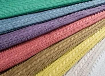 Tricô colorido para móveis