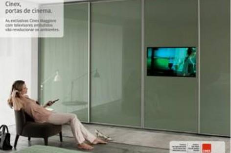 Portas com monitores acoplados