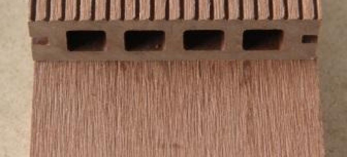 Piso de madeira plástica