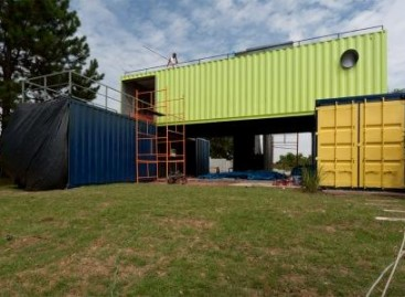 Roca apoia o Projeto Casa Container