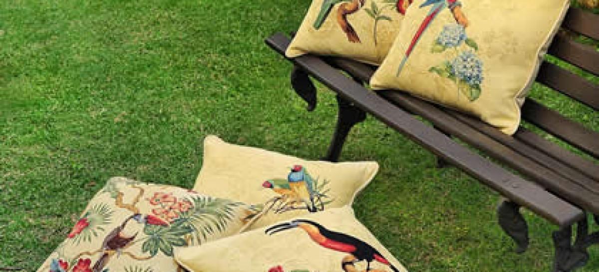 Almofadas de gobelin com estampa de pássaros