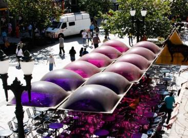 Cobertura com domos coloridos