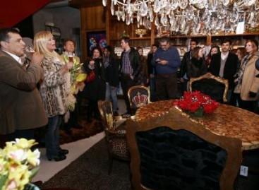 Bya Barros inaugura mostra em sua loja