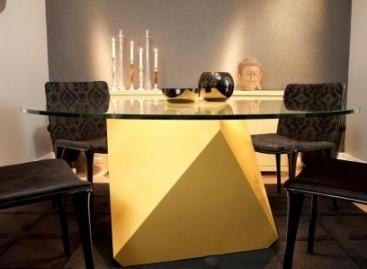 Mesa de jantar com base colorida