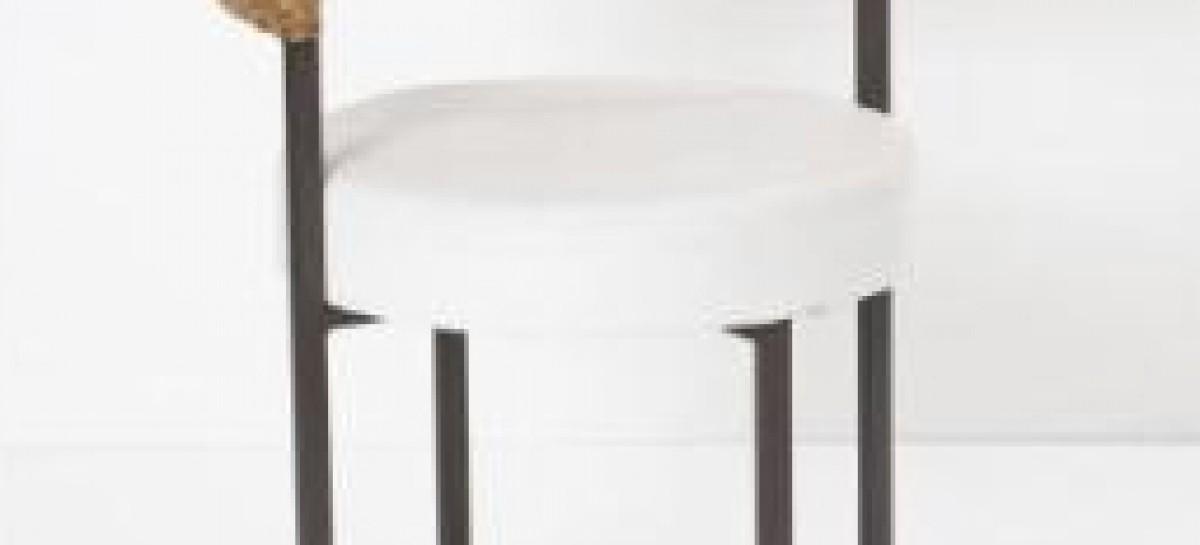 Cadeiras com trama em junco feita à mão