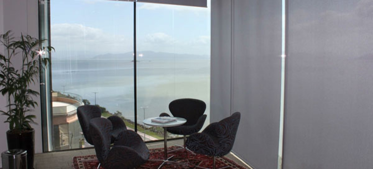 Persianas e cortinas: proteja o ambiente da alta luminosidade