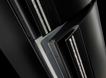 Refrigerador decorado com cristais dá um toque de elegância à cozinha. Confira!