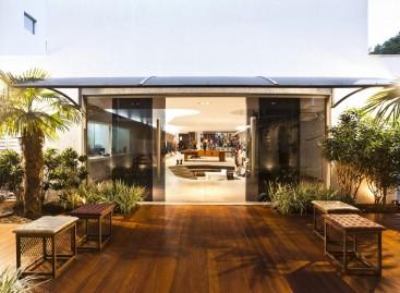 Ambiente corporativo com muito verde revitaliza o espaço. Confira!
