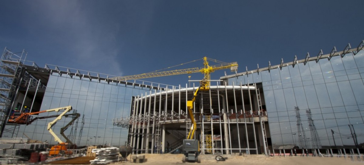 Guindaste: a utilização desse equipamento traz vantagens e segurança para as obras!
