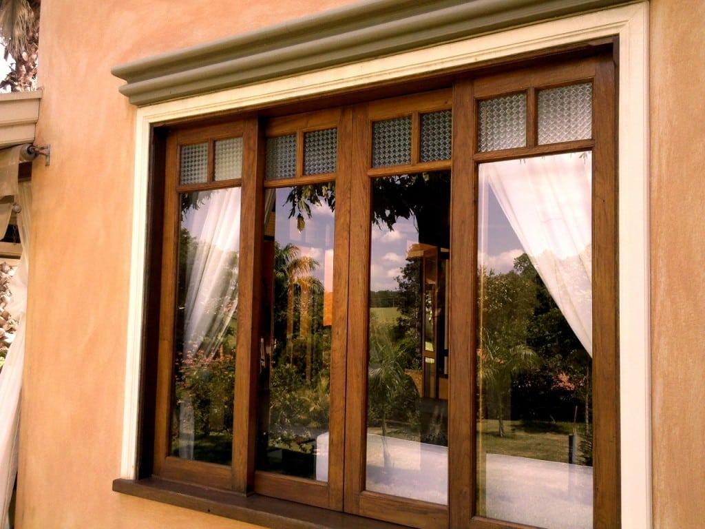 #BA5811 Como escolher portas e janelas para sua casa (Foto: Divulgação) 1204 Portas E Janelas De Madeira Em Valinhos