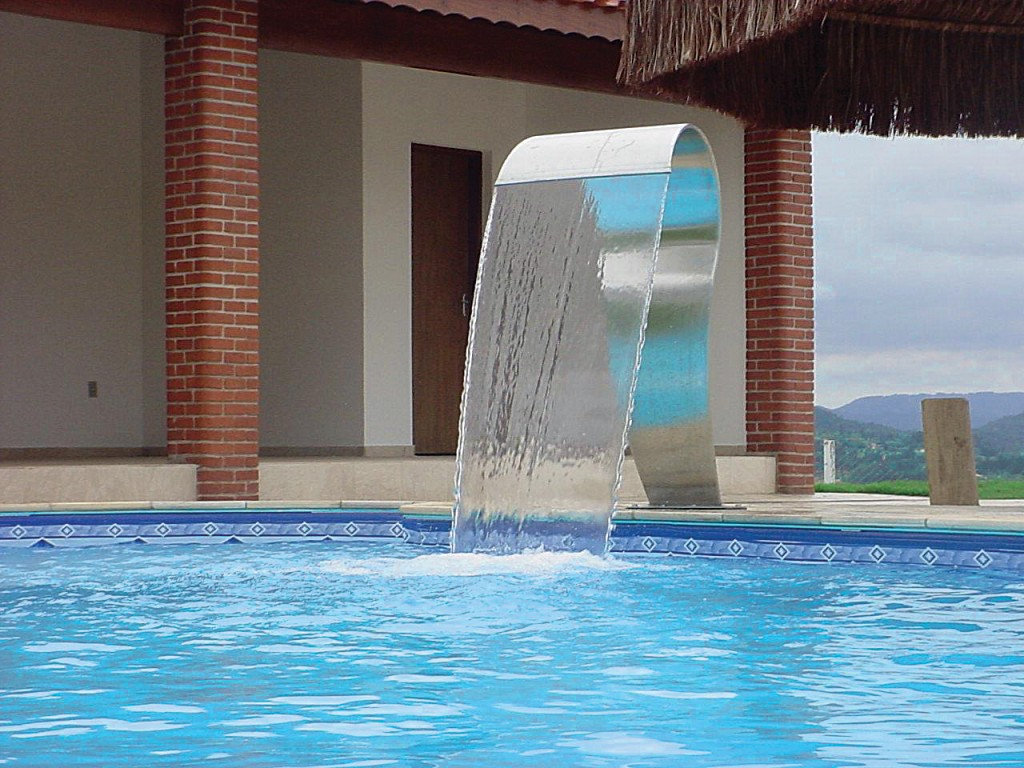 Cascatas para piscinas veja dicas e modelos reforma f cil for Modelos de piscinas fotos