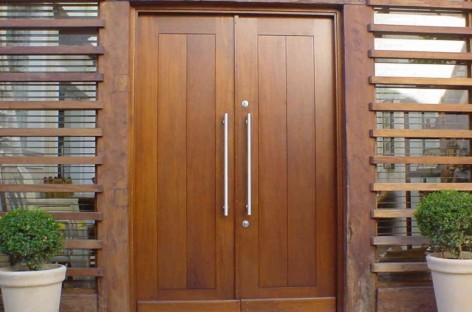 Como conservar portas e janelas de madeira