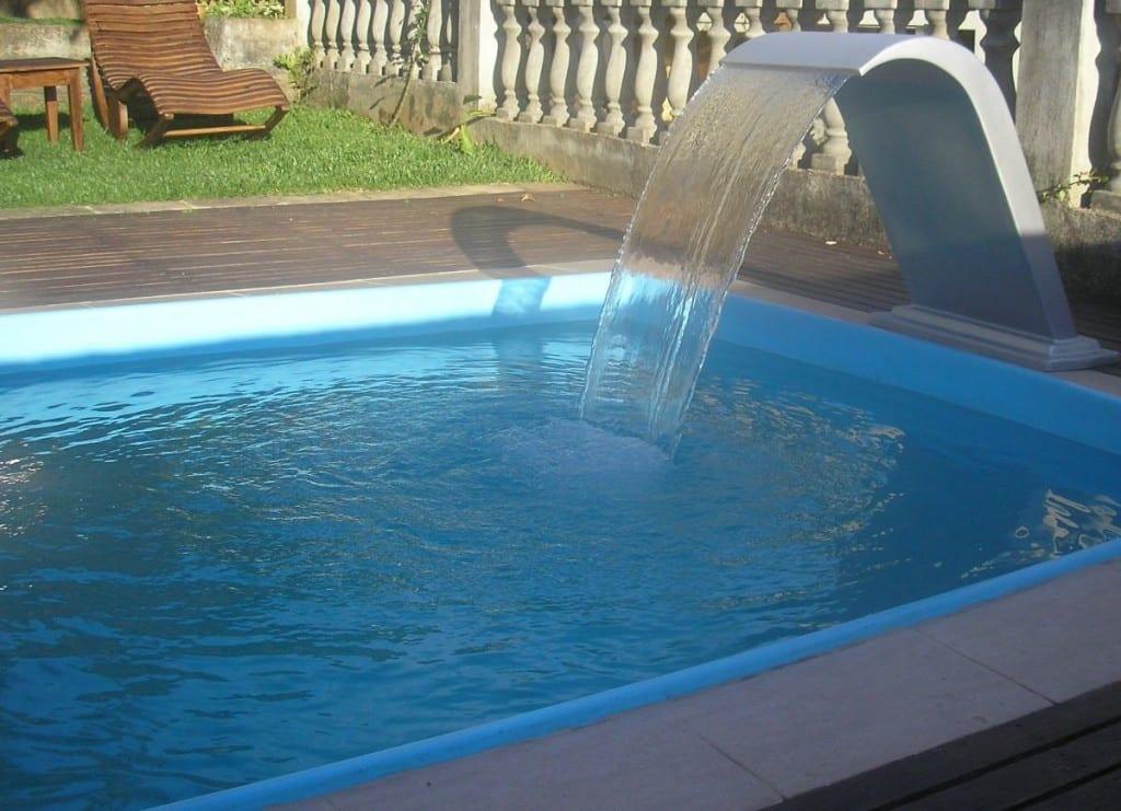 Cascatas para piscinas veja dicas e modelos reforma f cil for Modelos de piscinas caseras