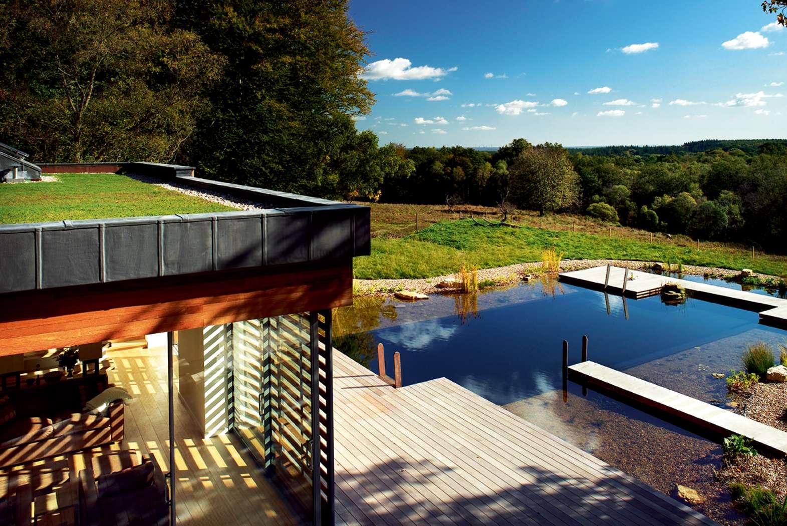 Além das vantagens sustentáveis o telhado verde também permite ter um jardim suspenso. (Foto: divulgação)