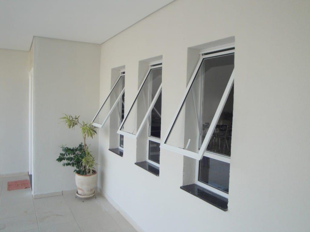 Como limpar portas e janelas de alumínio (Foto: Divulgação) #4B5159 1024x768 Banheiro Branco Como Limpar
