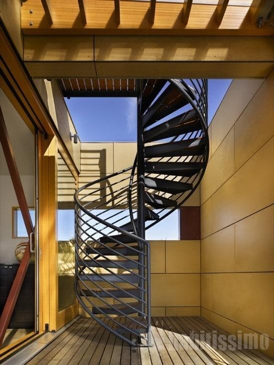 As escadas de alumínio são bonitas e versáteis. (Foto:Divulgação)
