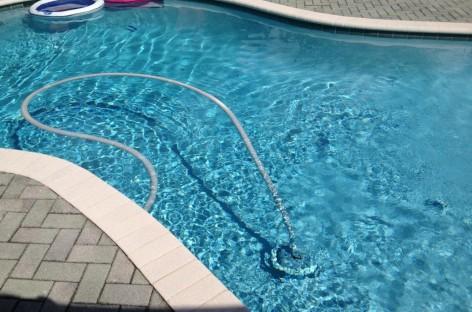 Aspirador de piscina, para que serve e como escolher