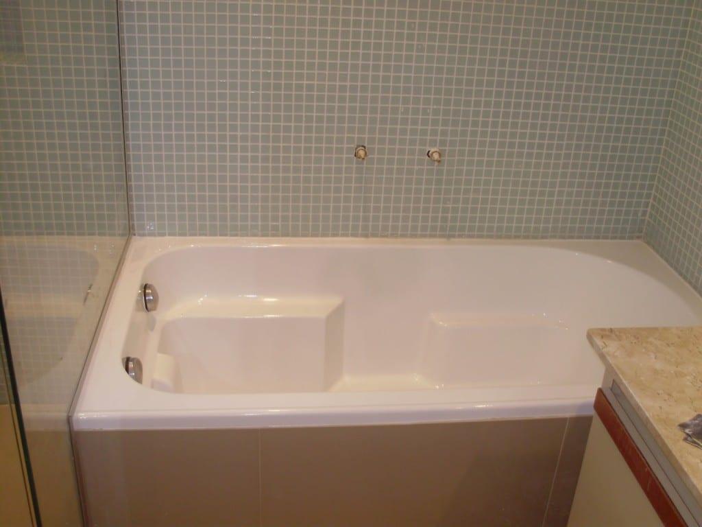 Materiais e acessórios de uma banheira