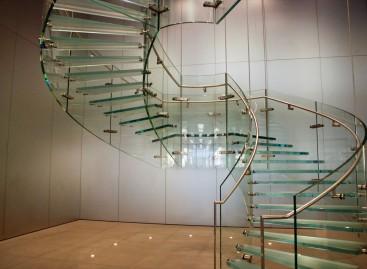 Escada de vidro, conheça as vantagens