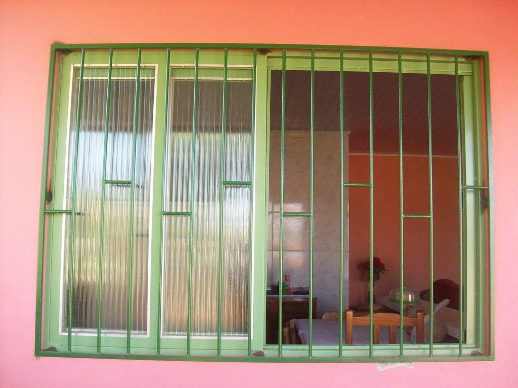 #B53C16 Grades para janelas vantagens e modelos (Foto: Divulgação) 4136 Grade De Ferro Para Janela De Aluminio