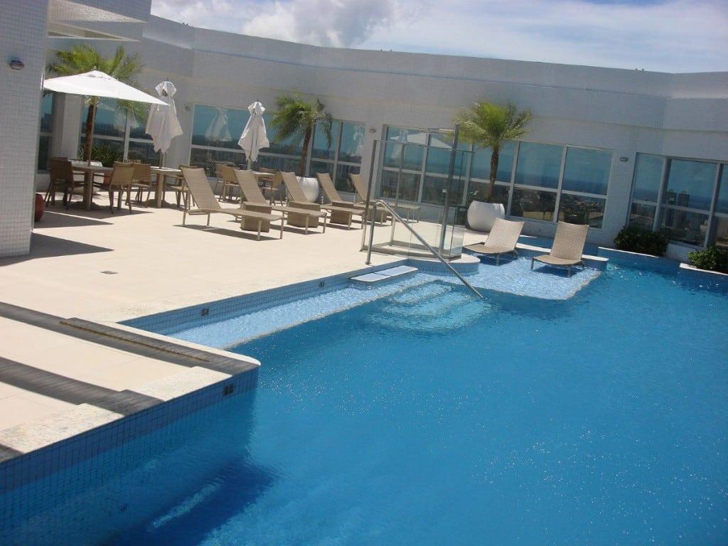 Piscinas de luxo modelos reforma f cil for Modelos gresite piscinas