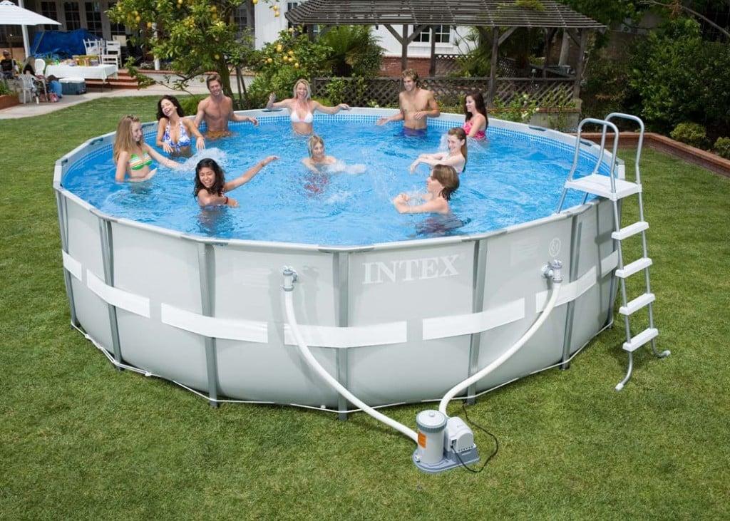 Piscinas de pl stico vantagens e modelos reforma f cil for Ideas de piscinas grandes