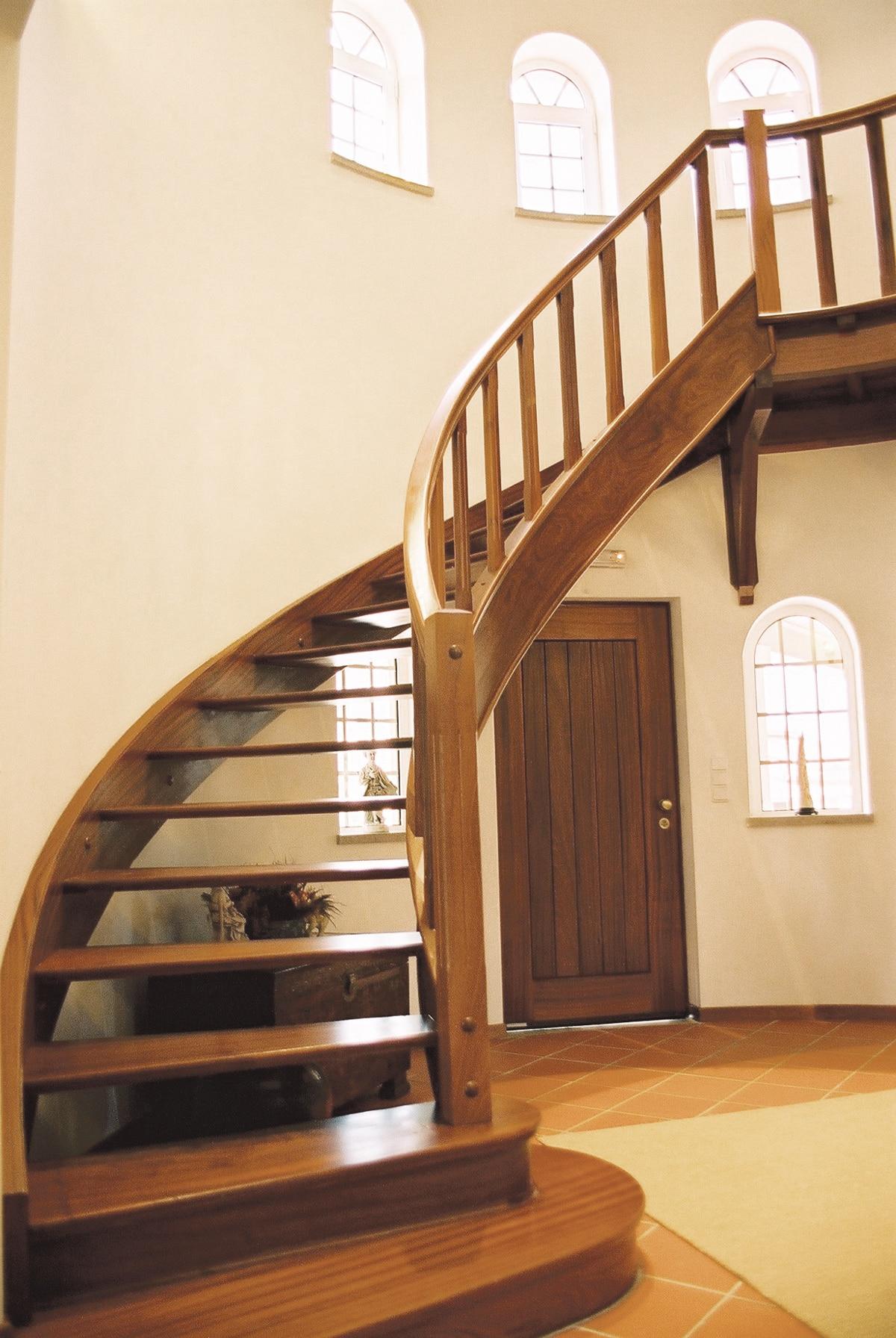 Escada de madeira, veja modelos e tipos. (Foto: Divulgação)