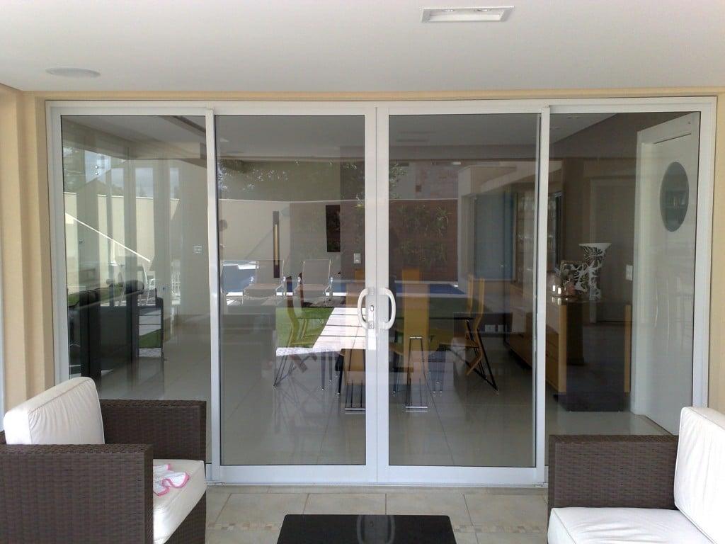 #796A52  vantagens e aplicações. porta de sala. (Foto: Divulgação 1642 Janela De Aluminio Lavanderia