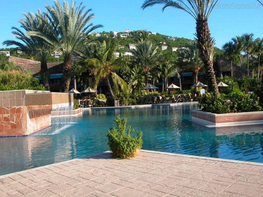 Piscinas de luxo modelos reforma f cil for Modelos de reposeras para piscinas