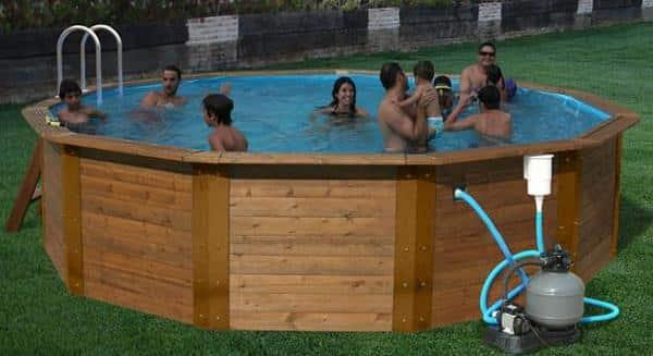 Piscinas de madeira vantagens e modelos reforma f cil for Plastico para hacer piscina