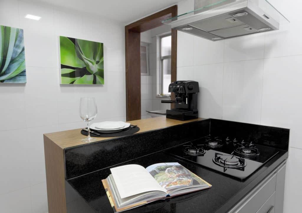 Dicas para cozinha, coifa, depurador ou exaustor? Projeto de cozinha Ana Karina Chaves e Klazina Norden. (Foto: Divulgação)