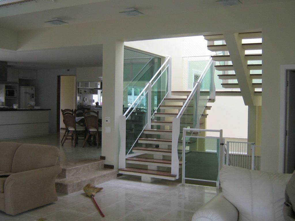 """Escada em formatos """"U"""" e """"L"""" (Foto: Divulgação)"""