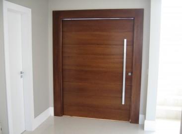 Porta Acústica de Madeira Maciça
