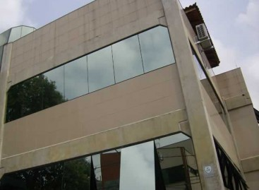 Vidros; Materiais e Mão de Obra com Alto Padrão de Qualidade