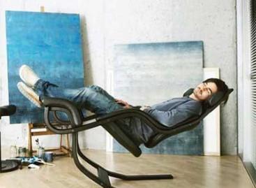 A Cadeira que Desafia a Gravidade