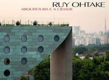 Ruy Ohtake autografa livro no Polo Design Show 2010