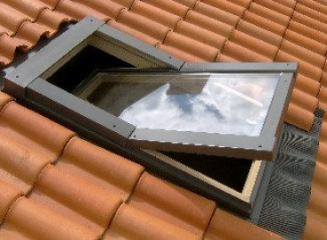 Janela pivotante para o telhado