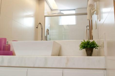Projeto de iluminação para o banheiro traz nova vida ao ambiente. Confira!